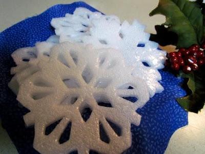 smells like peppermint. looks like snow. must be Christmas! (via)